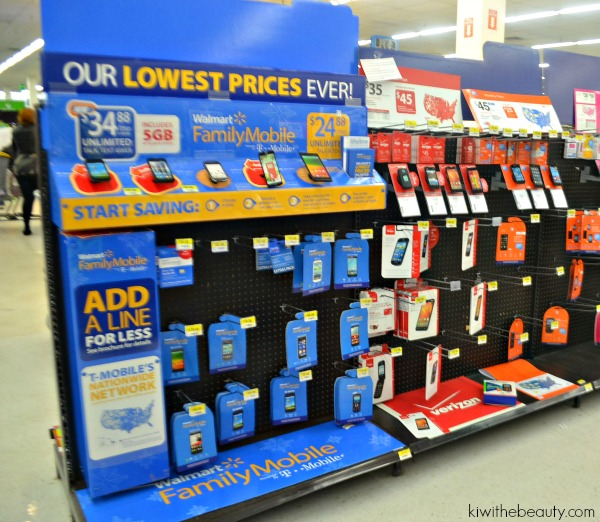 santababy-walmart-family-mobile-samsung-galaxy-exhibit-holidays-are-calling2